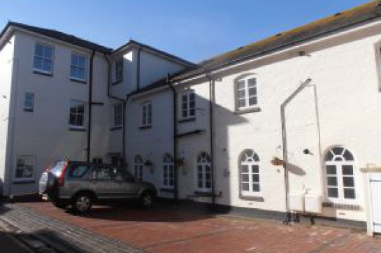 Cornfield Lane, Town Centre - 2 Bedroom Ground Floor flat with parking